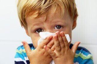 У ребенка не проходит насморк, что делать?